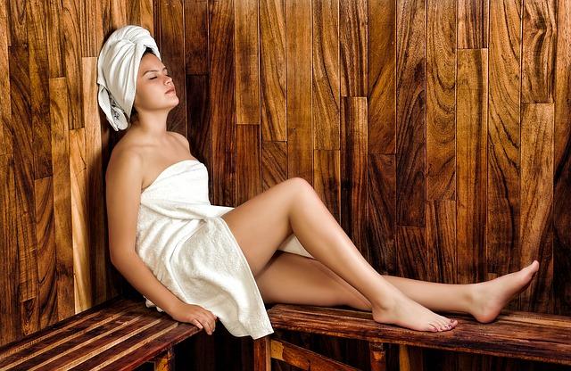 כמה יתרונות בריאותיים חשובים של מקלחון סאונה